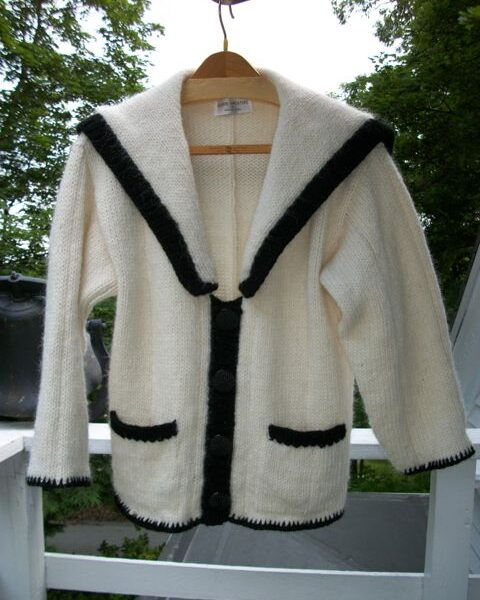 icelandic-wool-v-neck-cardigan-with-pockets-and-sailor-collar-2